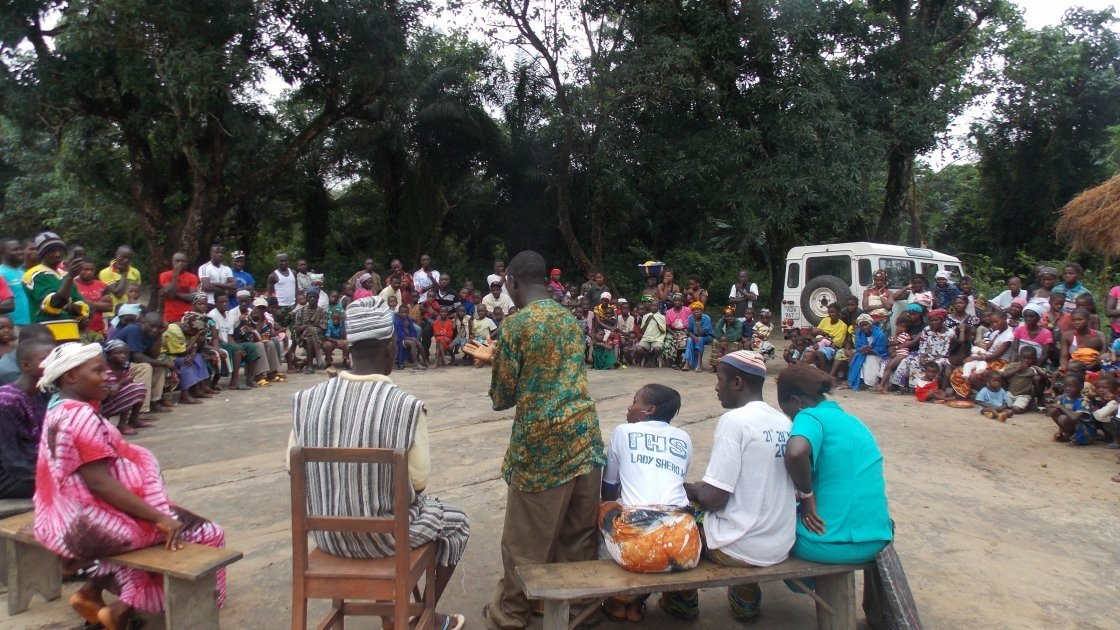 HIV and AIDS sensitisation drama in Tonkolili District, Sierra Leone, 2013. Photo: Abdul Wilson / Concern Worldwide.