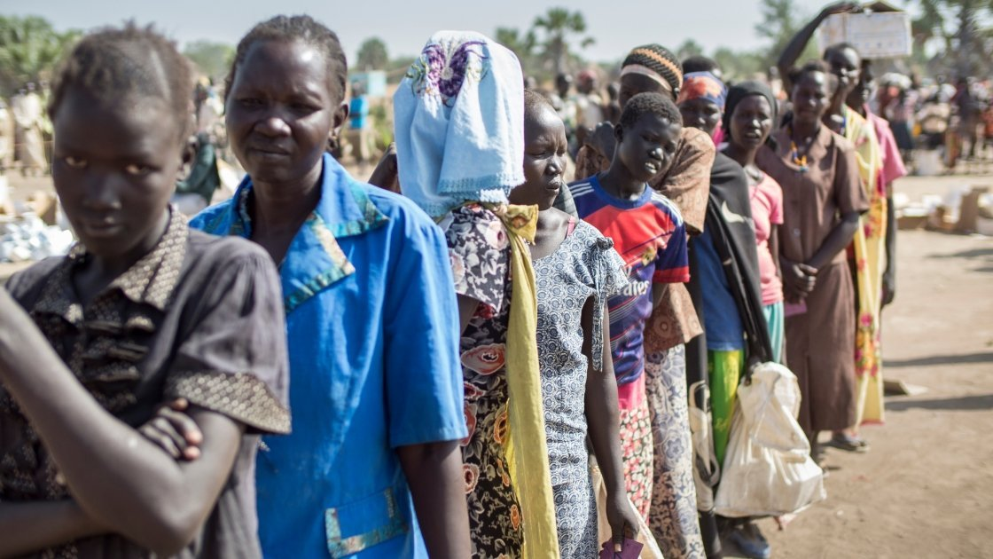 A food distribution being carried out jointly by Concern Worldwide and World Food Programme in Northern Bahr el Ghazal, South Sudan. Photo: Kieran McConville/Concern Worldwide.