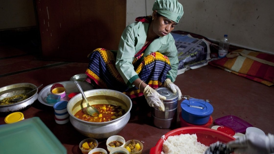 Nazma prepares food at her home in Paltan to sell at local offices in Dhaka, Bangladesh. Photo: Abbie Trayler-Smith /Panos Pictures for Concern Worldwide