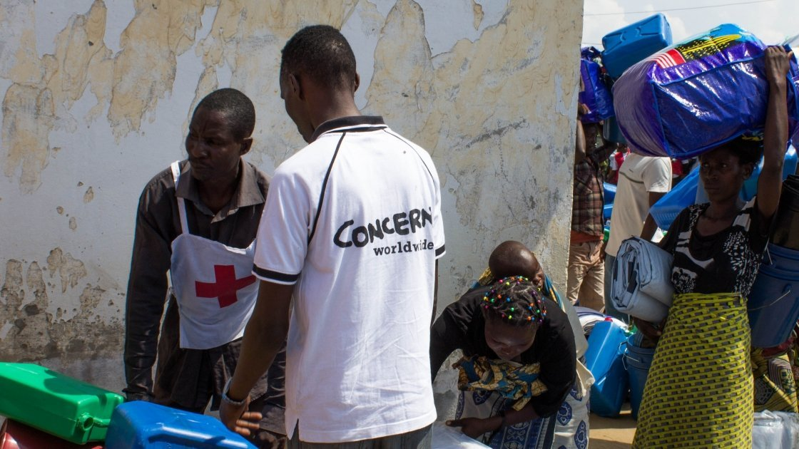 Concern staff distributing non-food item kits to those displaced by the flooding in Gatumba. Photo taken by Irénée Nduwayezu/Concern Worldwide.