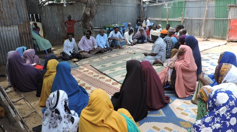 YouthLink and Concern BRCiS staff jointly facilitating Goal Free Communication with Gaheyr community in Wadadjir Banadir region, Somalia, 2019. Photo: Hussein.