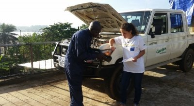 A routine service in Sierra Leone with the Assistant Transport Officer, Samuel Serry, and the EU Aid Volunteer, Anne Vazzoler. Photo: Mohamed Ameen Bah/Concern Worldwide.