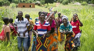 Farmers from Chituke village in Mangochi Malawi, sing and dance their way to a demonstration plot near the village. Photo: Kieran McConville / Concern Worldwide.