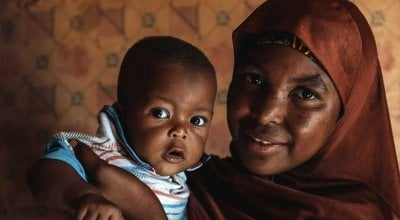 Aminata Abdoulaye (20) and her son Hassane (9 months). Photo: Ollivier Girard / Concern Worldwide