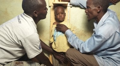 Community Health Volunteers in Kenya screen a child on the verge of malnutrition. Photo: Peter Caton / Concern Worldwide